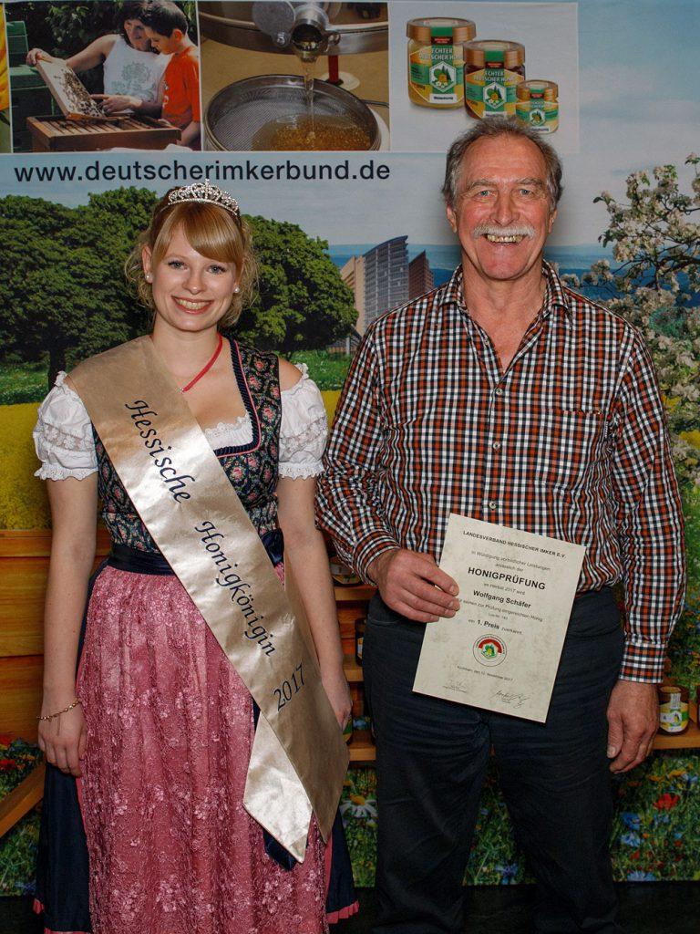 Wolfgang Schäfer mit der Hessischen Honigkönigin Carolin I.
